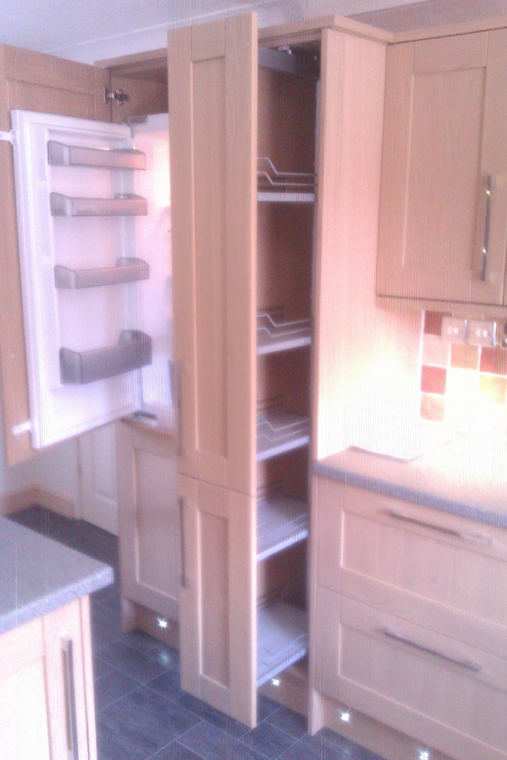 Howdens intergrated fridge freezer and pull out larder for Howdens kitchen units sizes
