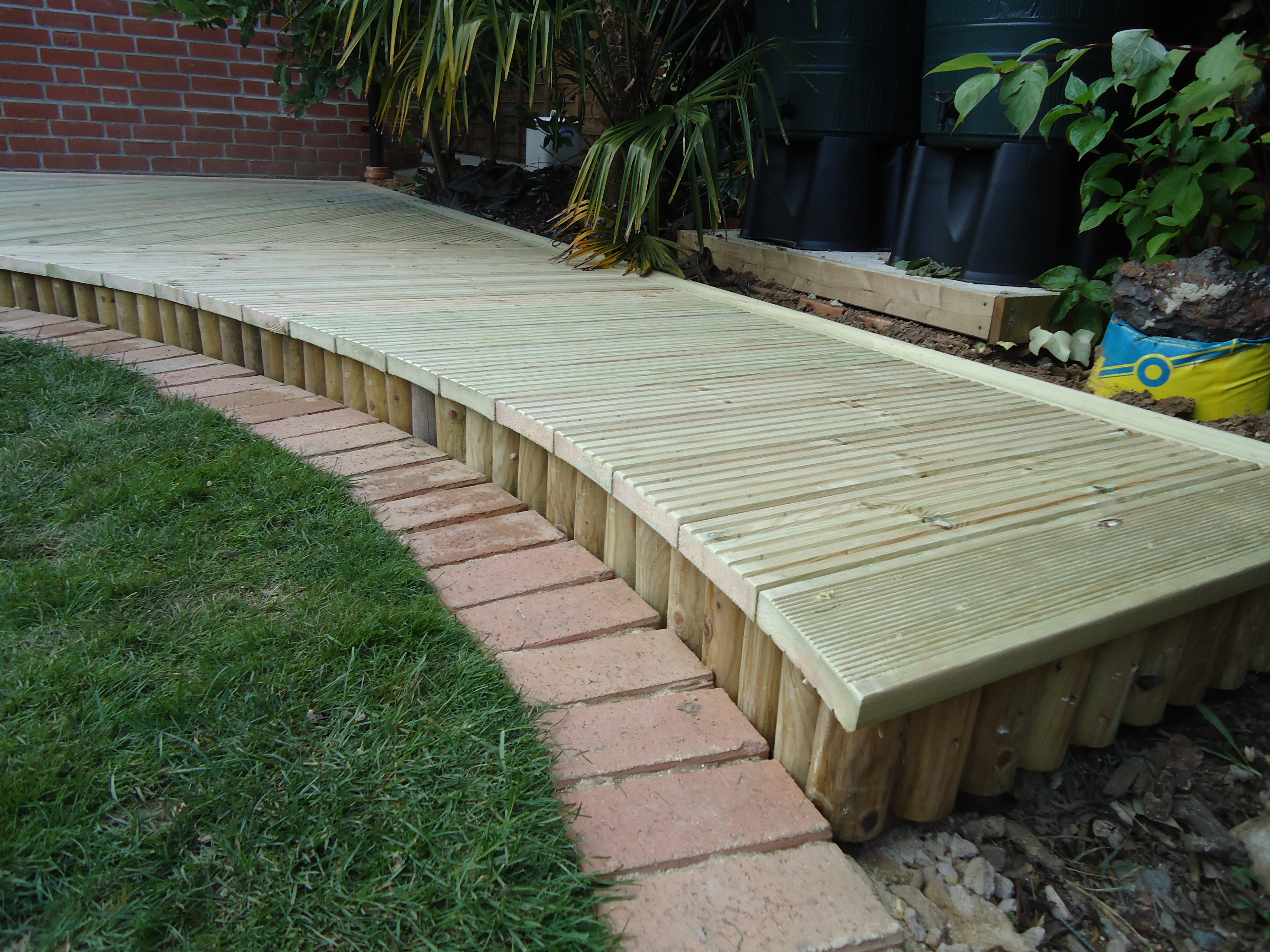 Curved decking with log roll along front edge by cotterell carpentry